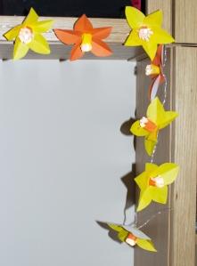 Spīdošu narcišu virtene/ Shining Daffodil Lights